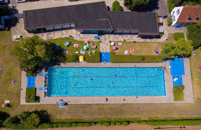 Ab Montag ist ein Online-Ticket notwendig, um in den Freibädern Jahnplatz und des Sport-Paradieses schwimmen zu können. Diese Sonderregelung sei aufgrund der Corona-Pandemie notwendig.