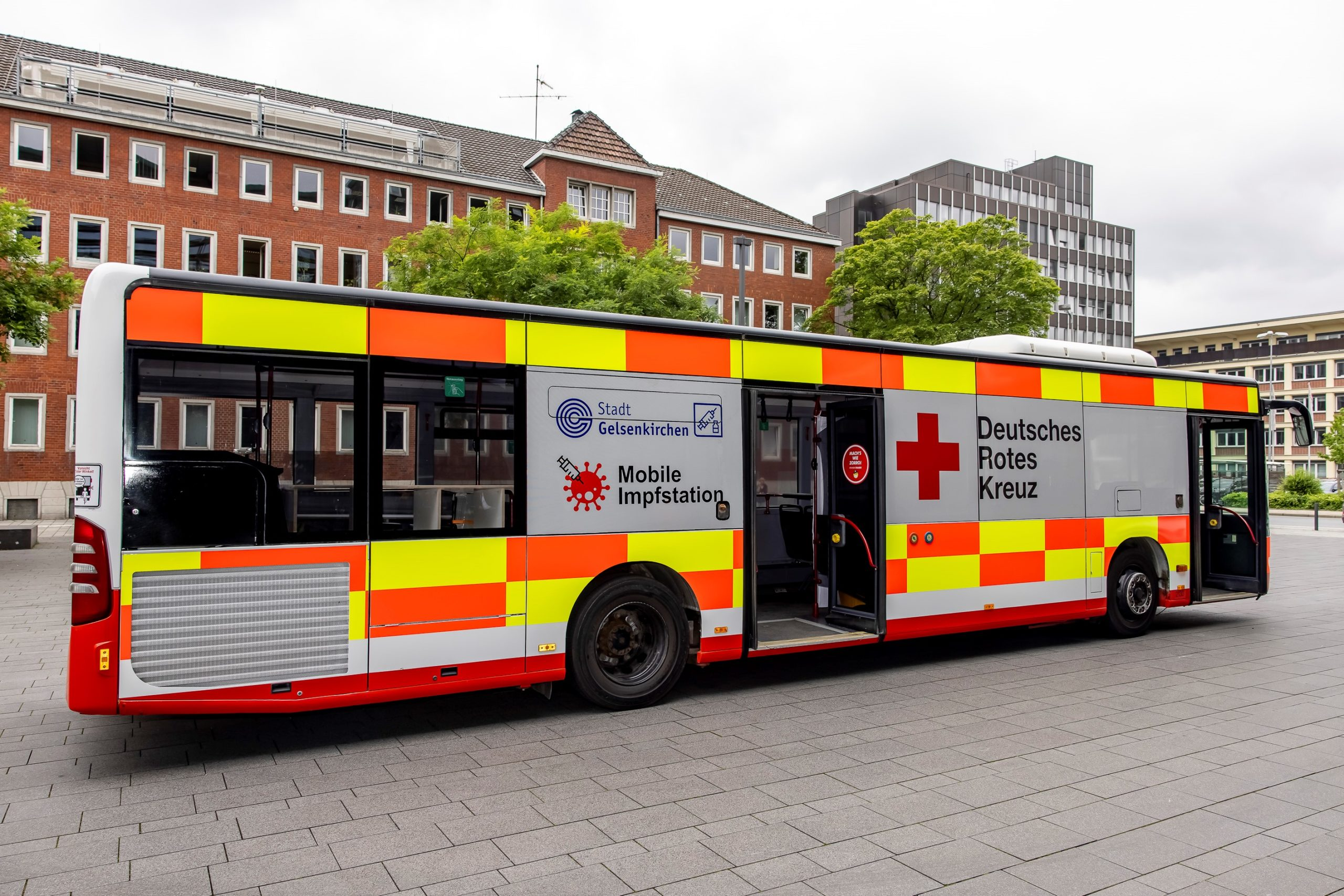 Der Corona-Impf-Bus von Stadt und DRK setzt seine Tour durch Gelsenkirchen weiter fort. Hier macht er Halt.