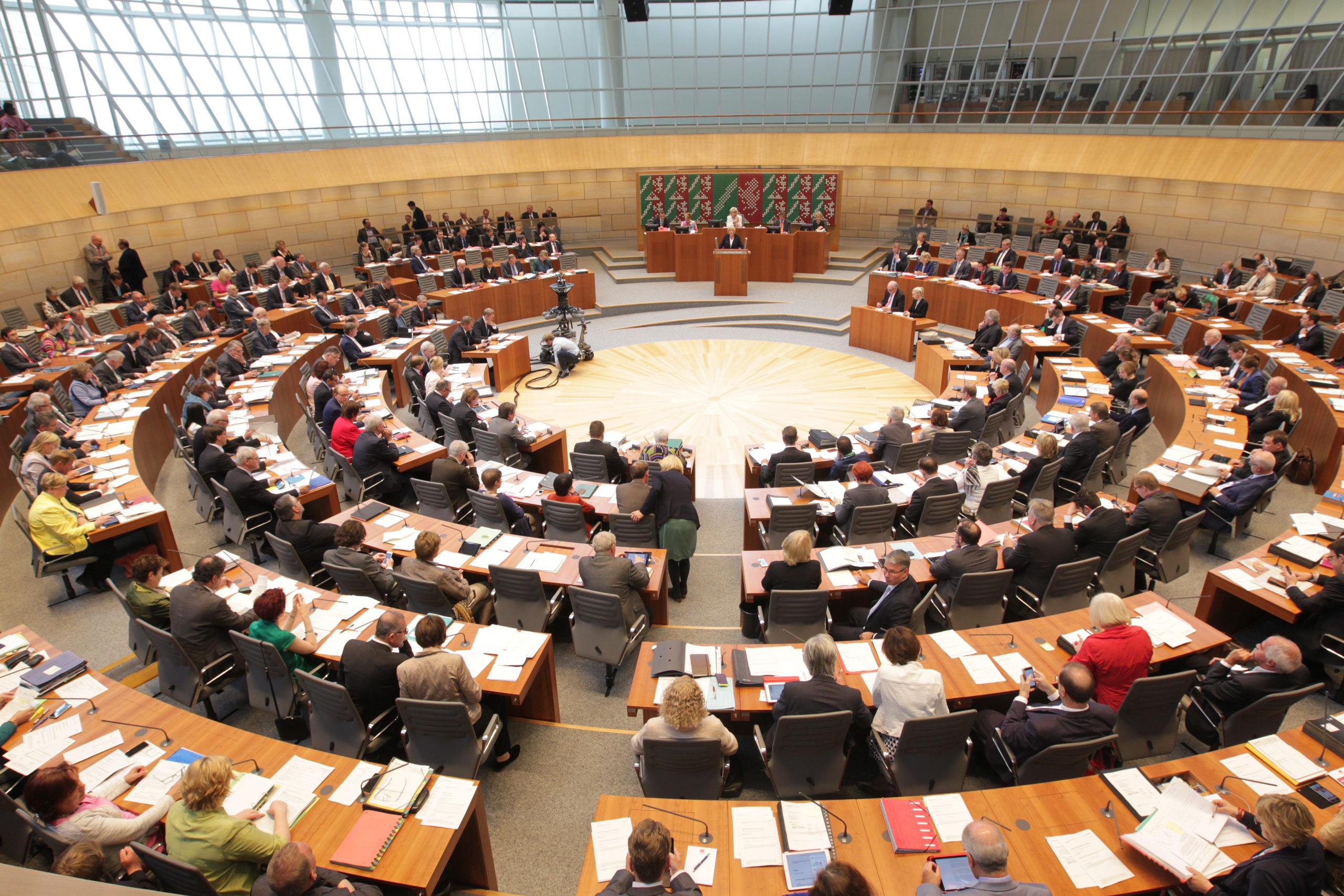 Vom 28. bis 30. Oktober findet in Düsseldorf der 13. Jugend-Landtag Nordrhein-Westfalen statt. Auch zwei Jugendliche aus Gelsenkirchen nehmen dann auf den Abgeordneten-Stühlen Platz.