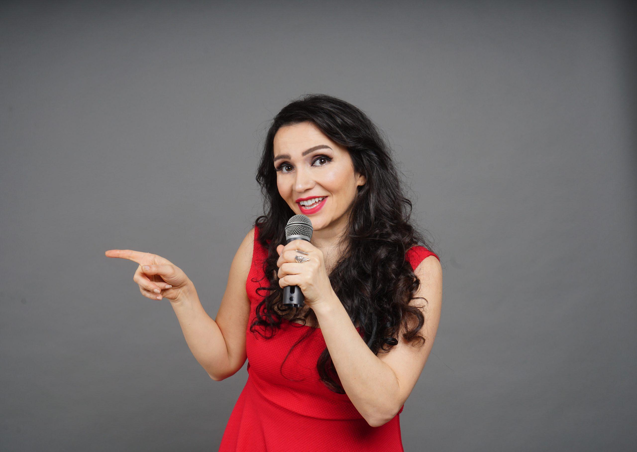 """""""Drama Türkin"""" nennt Comedian Senay Duzcu ihr neues Programm. Am 29. Oktober ist sie zu Gast im Kulturraum """"die Flora""""."""